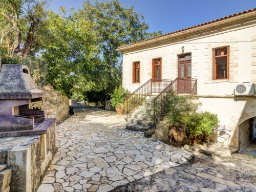 Independent house chorio to rent in voukolies