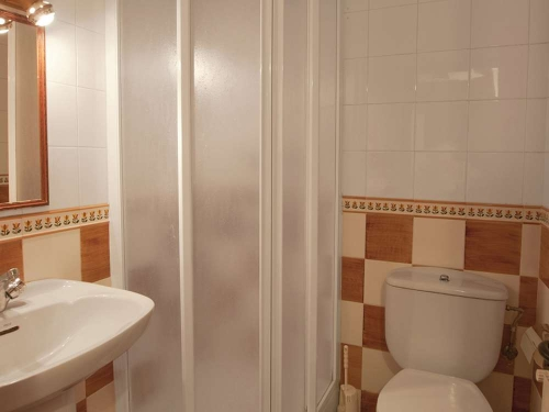 Reserve accommodation in a villa / house celler de l'olivera 30307