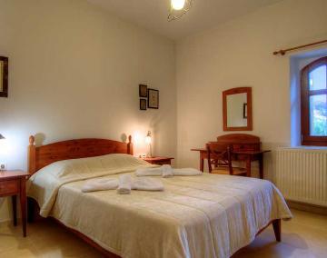 Independent house archaio to rent in perama, crete