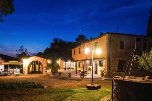 Rent accommodation in a villa / house  italy