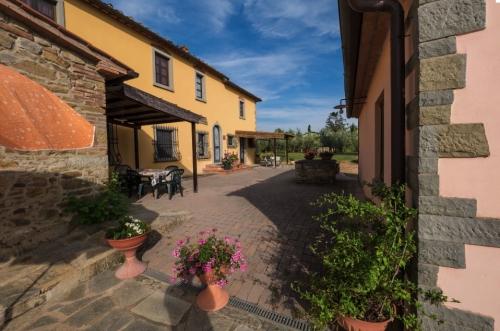 Rental accommodation in a villa / house  la crosticcia - oliveto