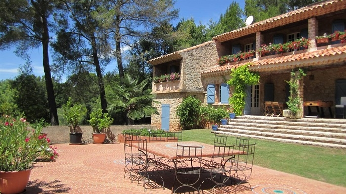 Villa / house Salernes to rent in Villecroze