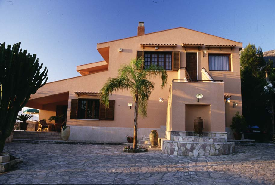 Location appartement castellammare del golfo 6 personnes for Louer appartement maison