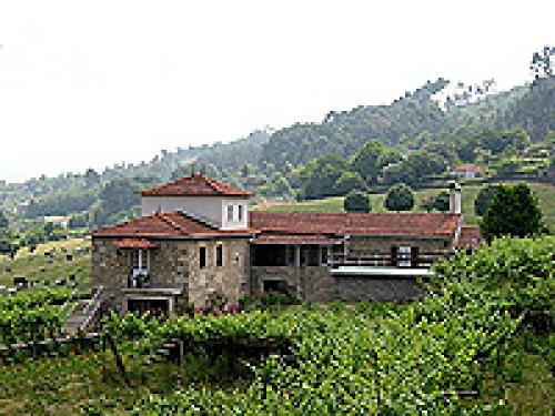 Villa / house Ganja to rent in Vila Praia de Ancora