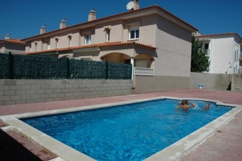 Villa / terraced or semi-detached house rambla mallols to rent in la escala