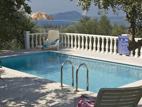Reserve villa / house navarino i