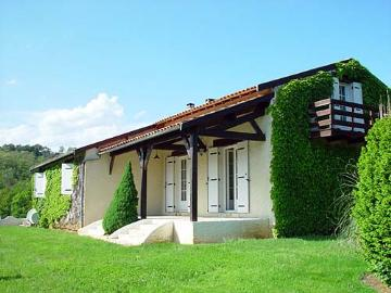 Villa / house la chatronnie to rent in lacropte
