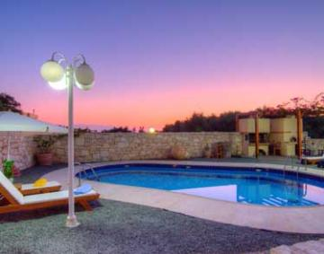 Reserve accommodation in a villa / house lofos
