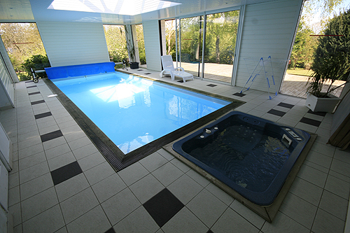 Location villa clohars carnoet 10 personnes b917 for Maison piscine interieure location