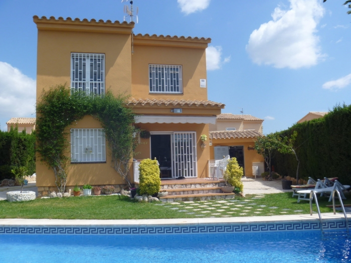 Villa / house Carmen to rent in Ametlla de Mar
