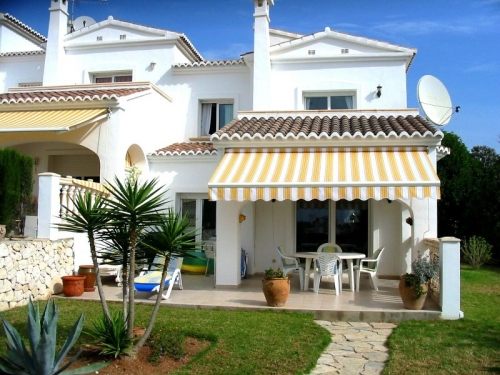 Villa / terraced or semi-detached house casa blanca to rent in moraira