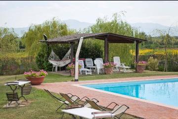 Villa / house pace to rent in civitella in val di chiana