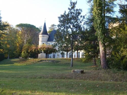 Château chateau périgourdin  entre sarlat et bergerac
