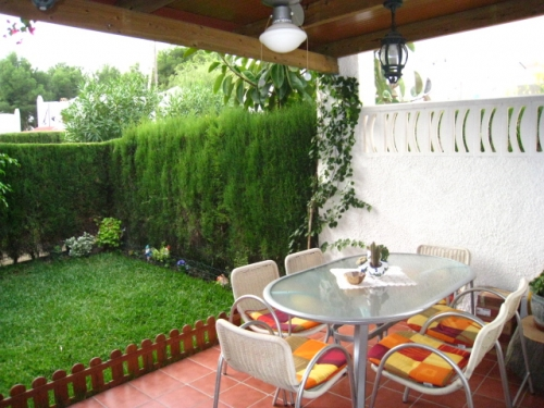 Rent villa / terraced or semi-detached house  spain
