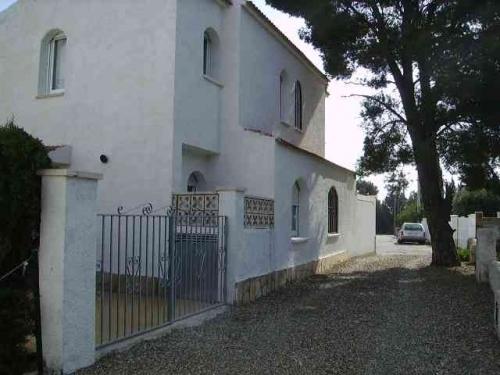 Villa / terraced or semi-detached house villa eden park 2 to rent in miami playa