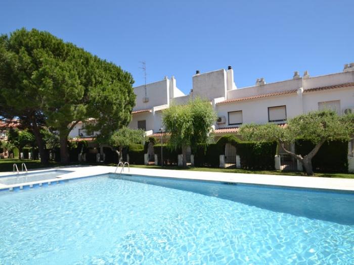 Villa / terraced or semi-detached house Raquel to rent in Cambrils