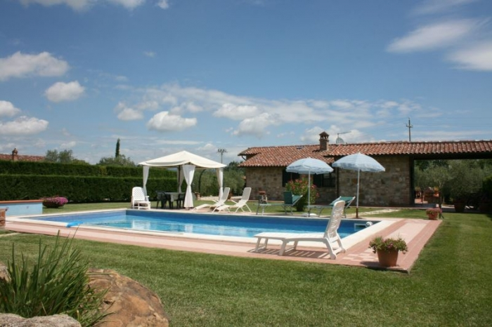 Traditional detached house Suzon to rent in Castiglion del Lago