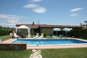 Rent traditional detached house  italy