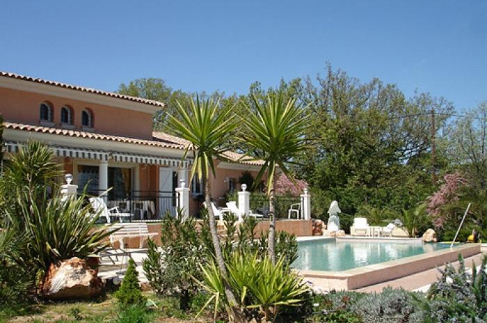 Villa / Haus Roquebrune sur argens zu vermieten in Roquebrune-sur-Argens