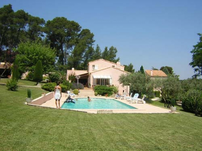 Villa / house Proche d'aix en provence  to rent in Cabries