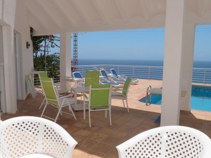 Réserver villa / maison un balcon sur la mer