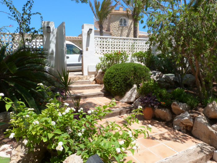Villa / house un balcon sur la mer to rent in javea