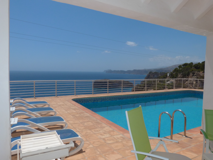Location villa / maison un balcon sur la mer