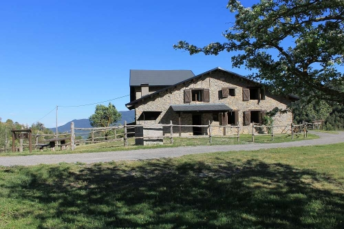 Villa / terraced or semi-detached house paller del coll de la mola 10403 to rent in coll de nargo