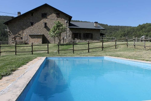 Villa / terraced or semi-detached house with shared pool