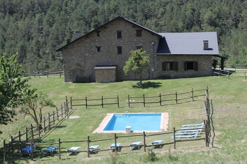 Villa / terraced or semi-detached house Paller del coll de la mola 10403 to rent in Coll de Nargo