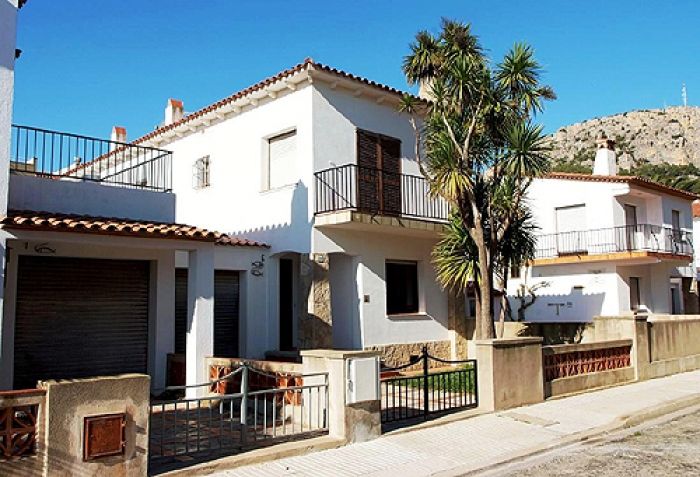 Villa / terraced or semi-detached house Piscis to rent in Estartit