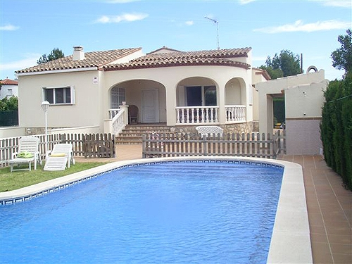 Villa / house casti to rent in ametlla de mar