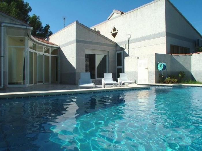 Villa / terraced or semi-detached house Bianca 1 to rent in Ametlla de Mar