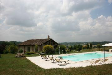 Rent exceptional property  italy
