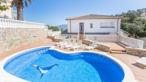 Villa / house salu to rent in lloret de mar - serra brava