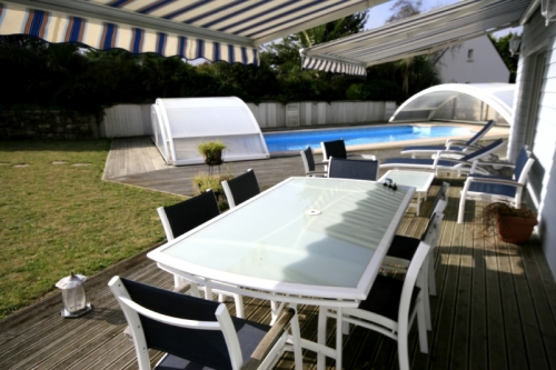 Holiday rentals view pool and garden