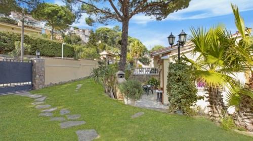 Property villa / house crisantem