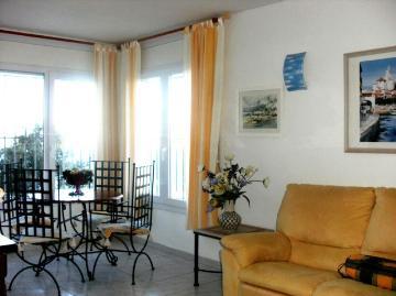 Villa / terraced or semi-detached house puig rom
