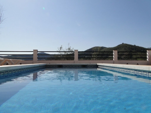 Villa / house with private swimming pool