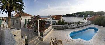 Holiday in house : brac