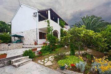 Villa / house Rolane to rent in Sutivan