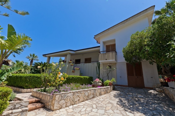 Villa / house Reina to rent in Scopello