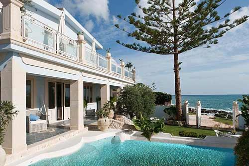 Location villa syracuse 13 personnes dam1203 for Location maison piscine italie
