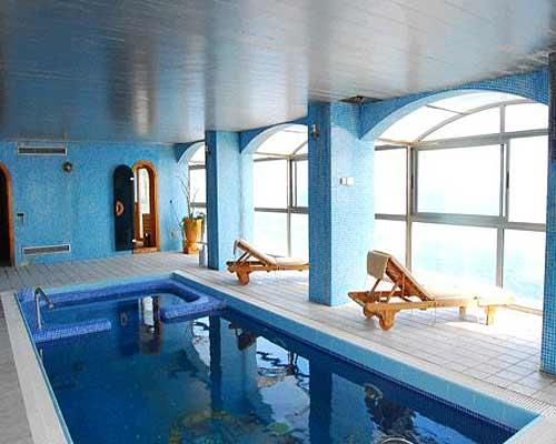 Location villa lloret de mar canyelles 8 personnes for Piscine interieure maison prix