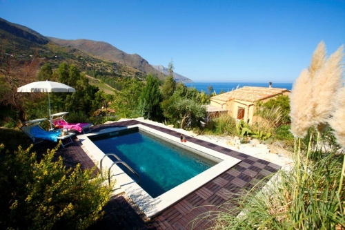 Villa / house Desiree to rent in Scopello