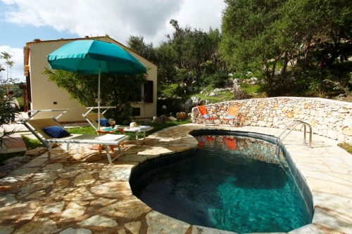 Villa / house Del sol to rent in Scopello