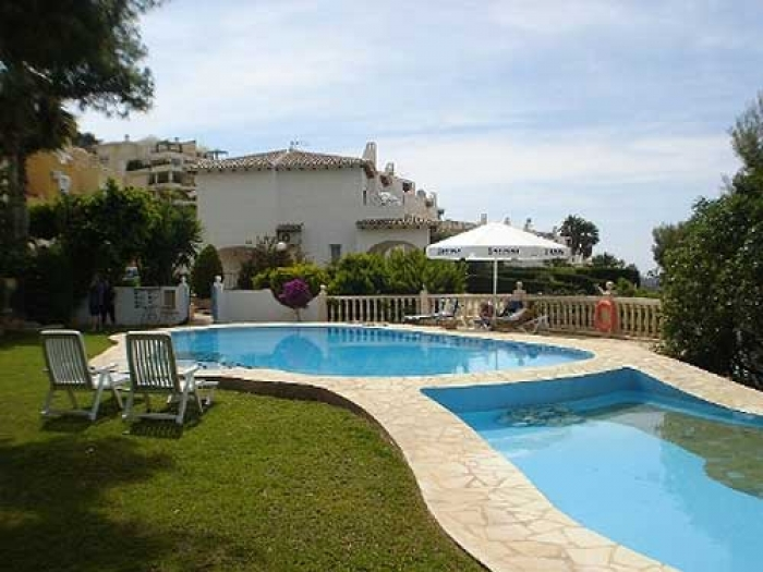 Villa / terraced or semi-detached house La virreina to rent in Altea