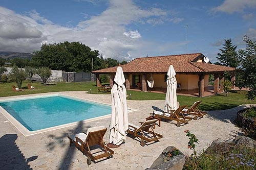 Villa / house Grande to rent in Viagrande