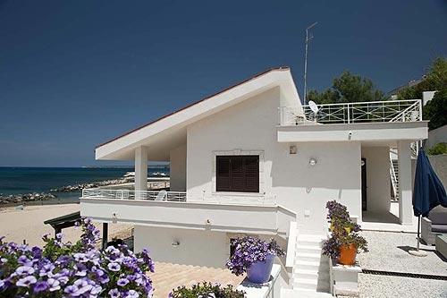 Logement dans villa / maison Terrasse sur mer 2 à louer à Trappeto