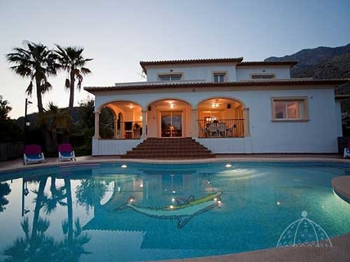 Villa / house casa orange to rent in altea